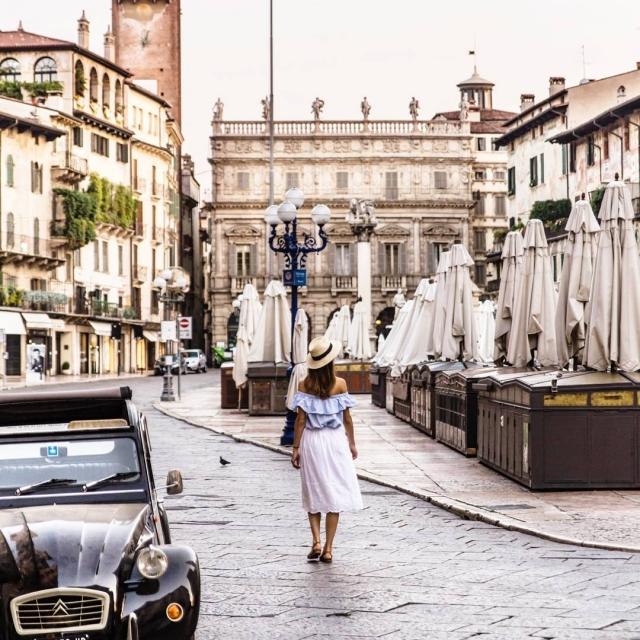 Kopirujem tie tisicky fotiek z Italie a ako tak pozeramhellip