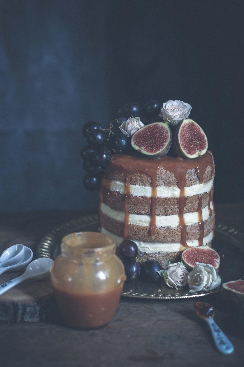 Orechová torta s tvarohovou plnkou a figovým džemom