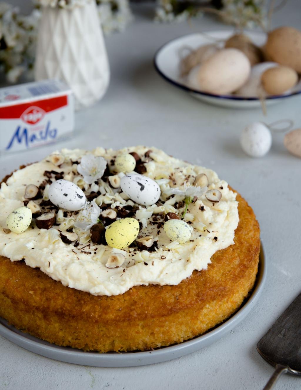 Mrkvová veľkonočná torta s kokosom