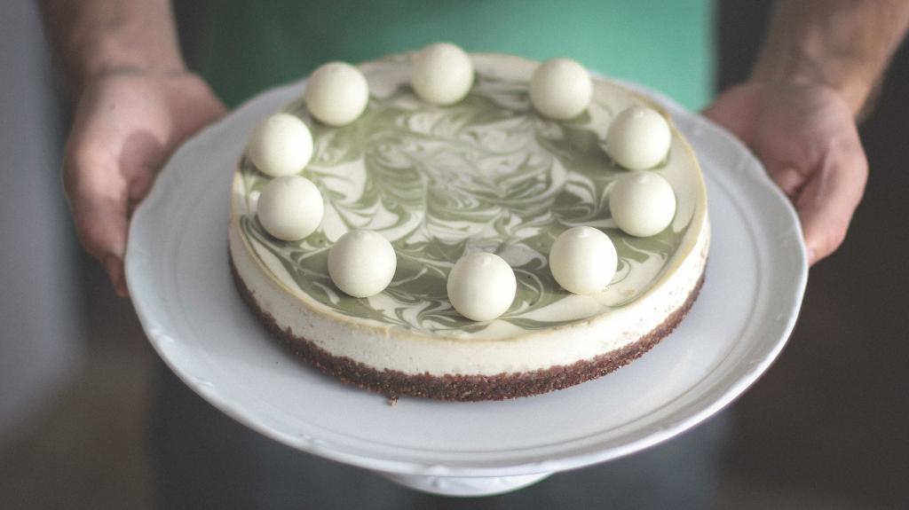 Tvarohový cheesecake s bielou čokoládou a zeleným čajom