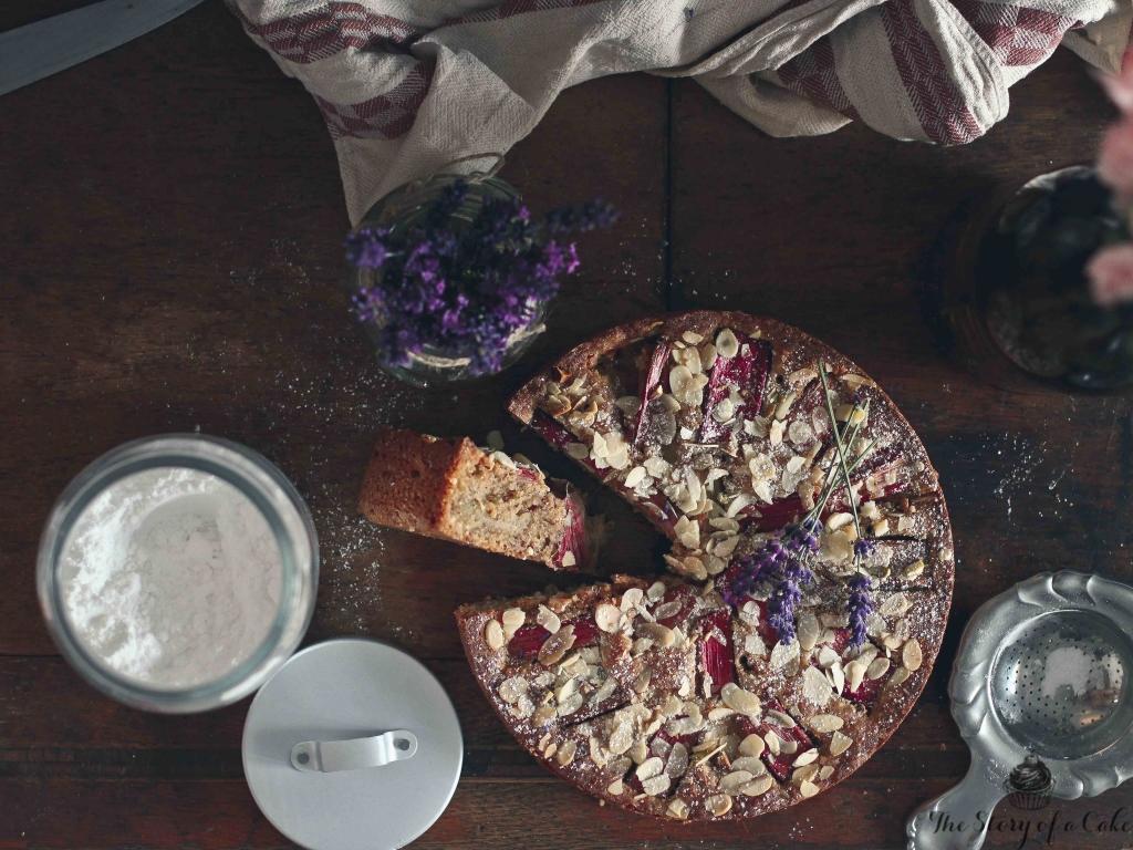 Mandľový koláč s rebarborou (Rhubarb and almond cake)
