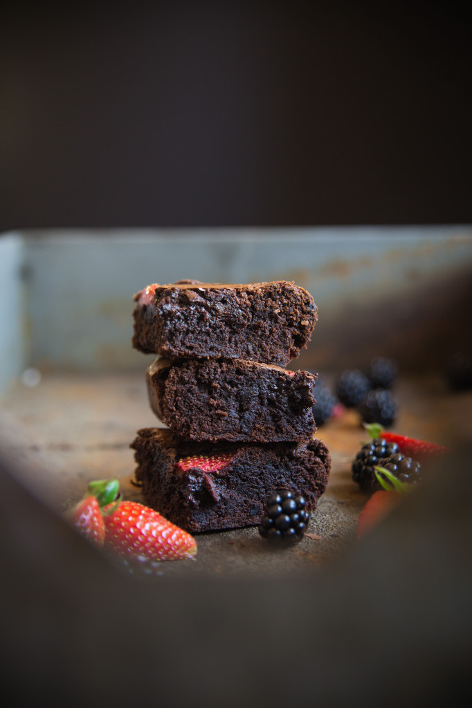 Brownies s jahodami a černicami